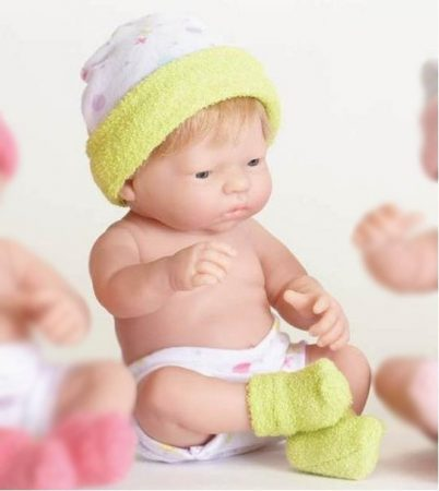 Játékbaba nagykereskedés -  Berenguer újszülött lány karakterbaba zöld sapkában 24 cm