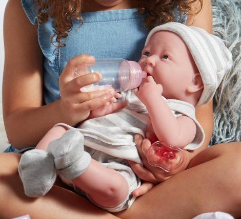 Berenguer Nina élethű játékbaba újszülött lány, csíkos ruhában, kiegészítőkkel, 38 cm