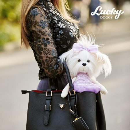 Lucky Doggy Mimi plüss kutya lila ruhában Orange Toys